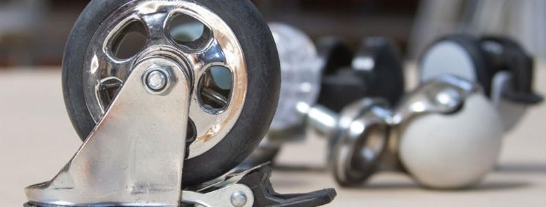 Comment changer les roulettes cassées d'une chaise ?